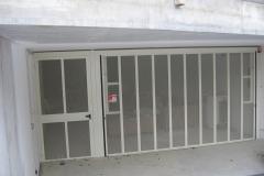 Basculante-condominiale-a-rete-con-porta-ricavata-2
