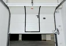 Sezionale con porta pedonale