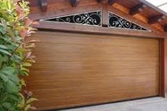 sezionale residenziale in simil-legno